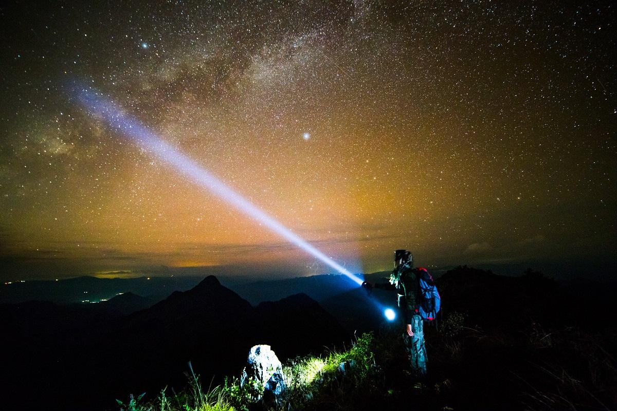 לראות רק את האור מאת מיכאל ברג
